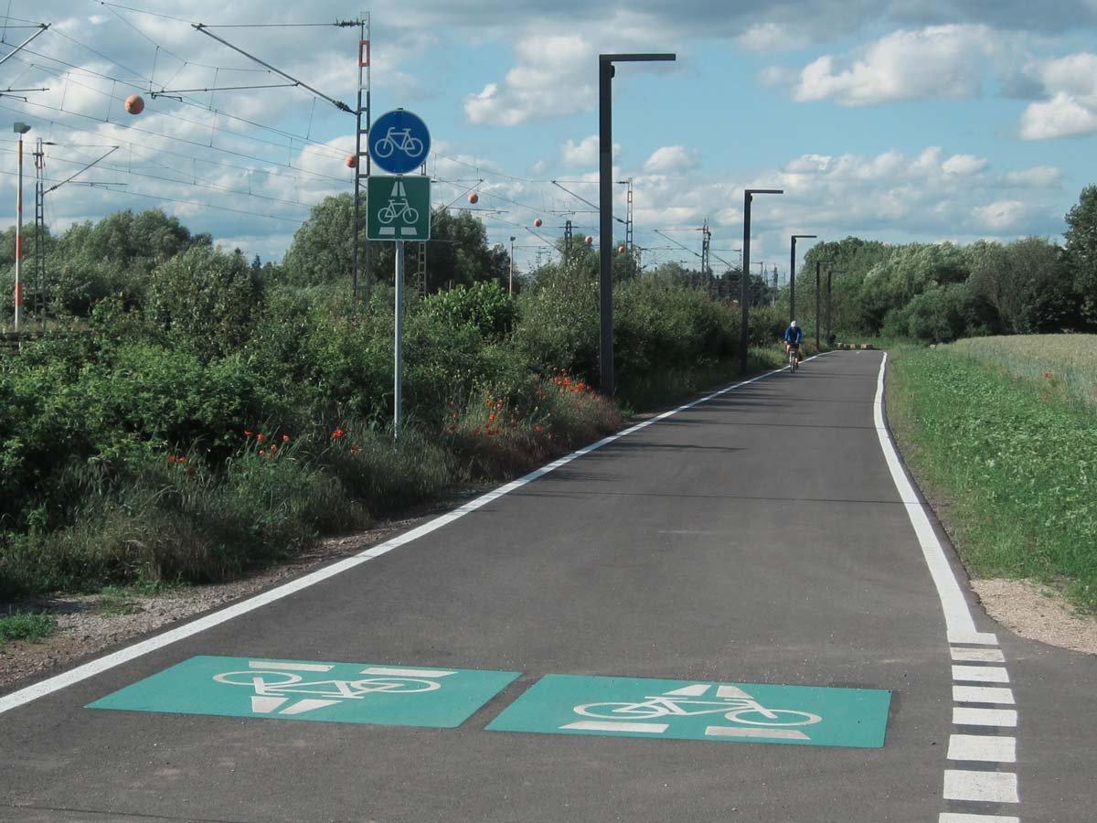 Radschnellweg bei Egelsbach entlang einer Bahntrasse